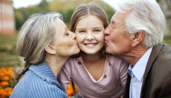 Чому діти люблять дідусів і бабусь більше, ніж батьків?