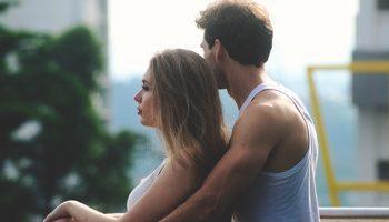 17 речей, які варто очікувати від відносин з дівчиною, яка звикла до самотності