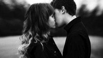 Як знаки Зодіаку поводяться, коли закохуються?