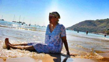 Жінка в 60 років вирішила пожити для себе, а її обізвали безсовісною