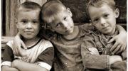 Жанна без жалю і докору залишила трьох дітей в дитбудинку.Михайло, Коля і Женя опинилися там через неприязнь до них коханця матері