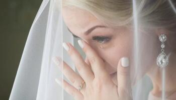 Весілля було призначено на липень. І ось буквально за день до нього моя майбутня свекруха приходить до нас додому і каже, що її син не хоче одружуватися